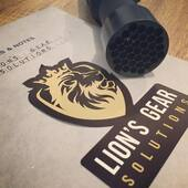 Thermal Thursdays 🔥 New product 🎁  If you're using a Leupold LTO you might wanna check out the 'Aspis - LTO edition' The Aspis shield protects the Leupold LTO lenses from scratches and impacts.  Buy one at http://lionsgear.solutions/?page=aspis-lto  Compatibility ✅ - Leupold LTO - Leupold LTO HD - Leupold 2 LTO - Leupold 2 LTO HD  Hood ⭕️ CNC Machined out of 6061 Aluminium  Shield 🛡 The thermal lenses are protected by a 5mm tall 6061 Aluminium mesh. The holes are 5.9mm in diameter and they prevent an airsoft BB reaching the lenses.  Clarity test 🔍 The mesh/shield does not affect the image quality.  Impact test 🥊 The mesh/shield is strong enough that it resisted multiple impacts of a 0.20 grams BBs traveling at 90 m/s (~1 joule). #qualityaccessories #lionsgearsolutions #leupold #lto  #sionyx #aurora #armasight #mum-14 #thermal #flir #nods #nvg #airsoft #pewpew #spectres #airsoftsquad #airsofter #softair #tactical #operator #picoftheday #airsoftphotography #multicam #worldairsoft #airsofteurope #warzoneinc #airsoftobsessed